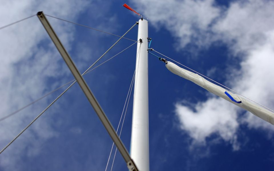 Yacht Sigma Active mast widescreen